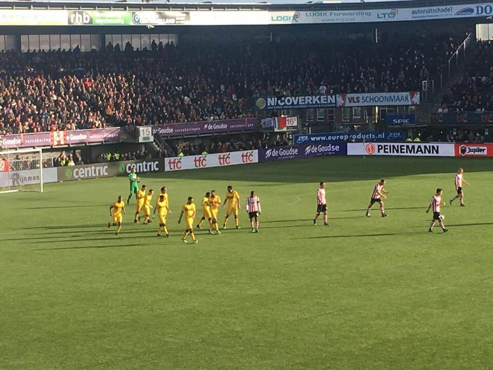 Een beeld dat we zondag tweemaal zagen: juichende Roda JC'ers. (Roda JC Live)